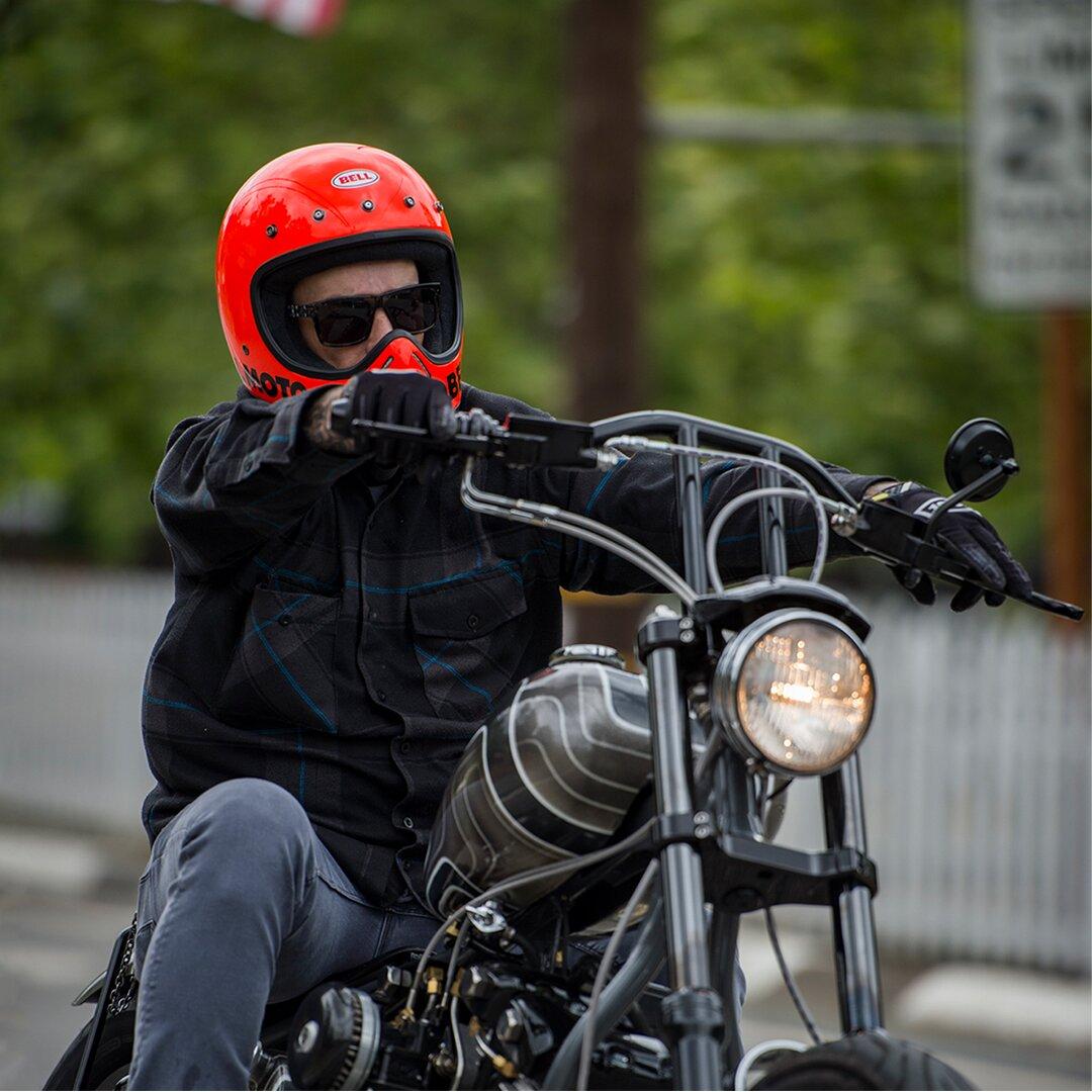 bell-moto-3-classic-dirt-helmet-orange-instagram-1080×1080-slideshow-1-action